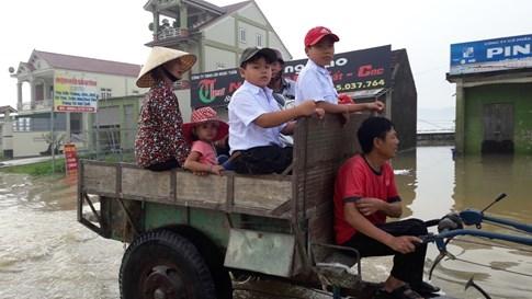 Quốc lộ 7 ở Nghệ An ngập sâu, giao thông tê liệt  - ảnh 3