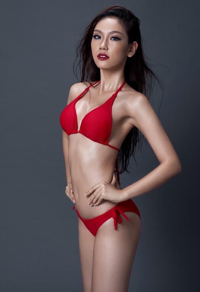 A khoi Phuong Linh cuon hut voi bikini hinh anh 2