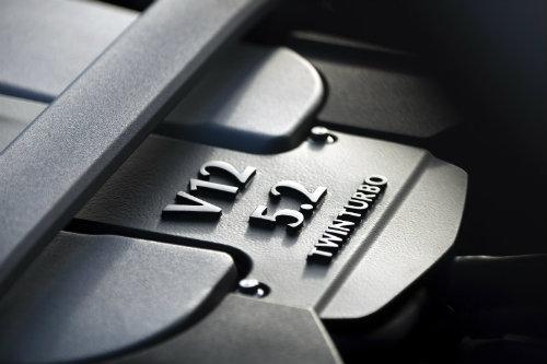 Aston Martin DB11 về châu Á giá chênh khủng khiếp - 7