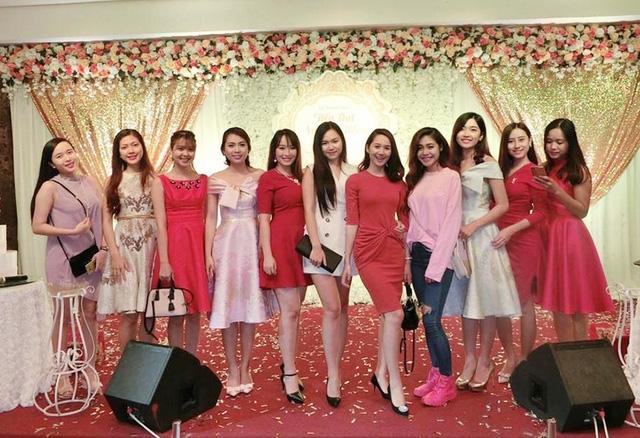Dàn chân dài là các hoa khôi, á khôi các cuộc thi đến dự đám cưới của Chị Kính Hồng Nguyễn Hằng ngày 16/10