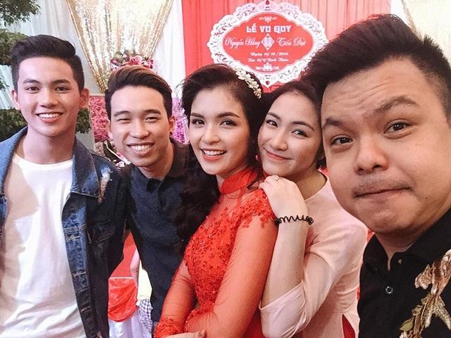 Ca sĩ Hoà Minzy là em gái của Nguyễn Hằng. Cô nhiệt tình hát rất nhiều bài để chúc mừng hạnh phúc của Hằng.