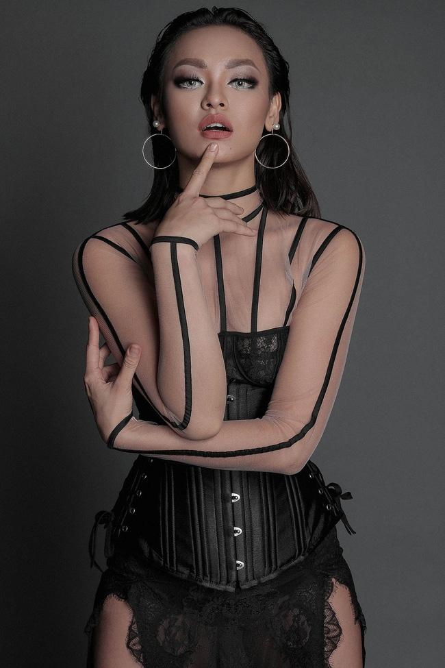 Hoa hậu Mỹ Linh hiền lành giữa dàn mỹ nhân sexy tới bến như Angela Phương Trinh, Mai Ngô, Chi Pu... - Ảnh 6.