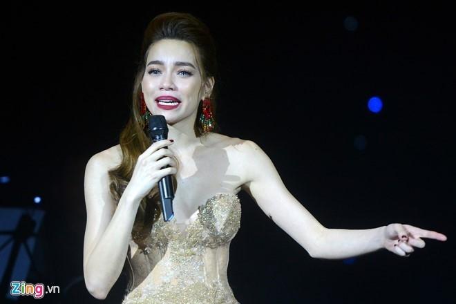 MC Phan Anh ung ho dong bao mien Trung 500 trieu dong hinh anh 3