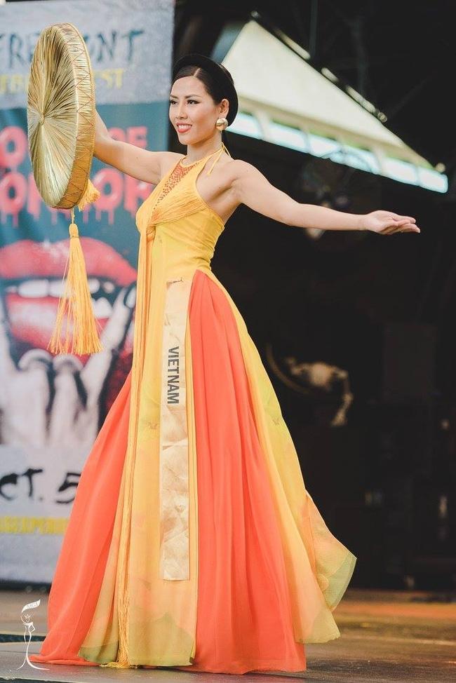 Nguyễn Thị Loan diện áo tứ thân, tự tin múa uyển chuyển tại Hoa hậu Hòa bình Quốc tế 2016 - Ảnh 3.