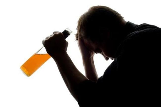 Người đàn ông phải cắt bỏ của quý vì trót dại cất tạm vào chai nước suốt 4 ngày - Ảnh 1.