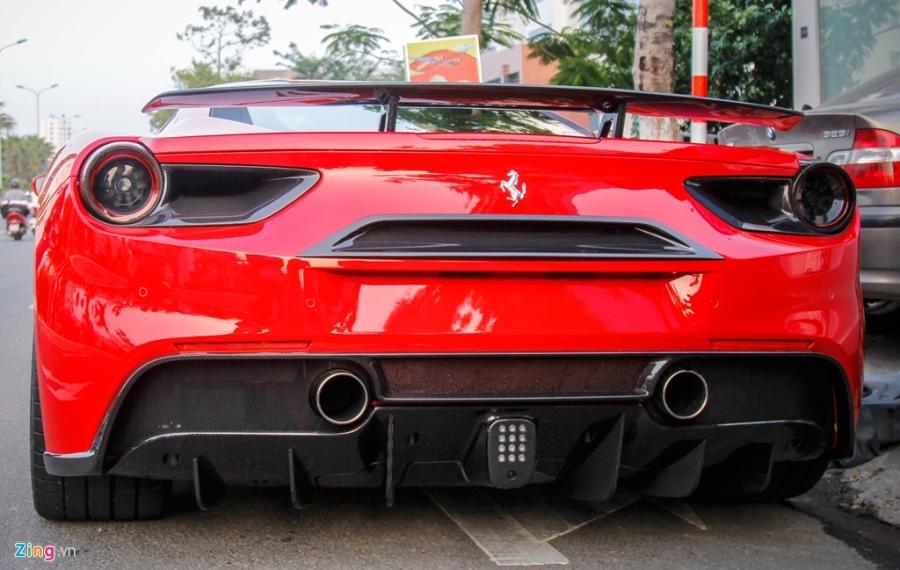 Sieu xe Ferrari 488 GTB len goi do hang hieu o Da Nang hinh anh 3