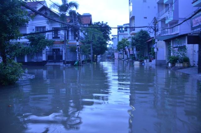 Khu dân cư bị ngập lênh láng