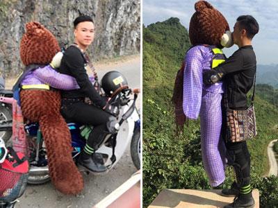 """Chưa có người yêu, chàng trai ôm """"gấu"""" đi phượt khắp các cung đường"""