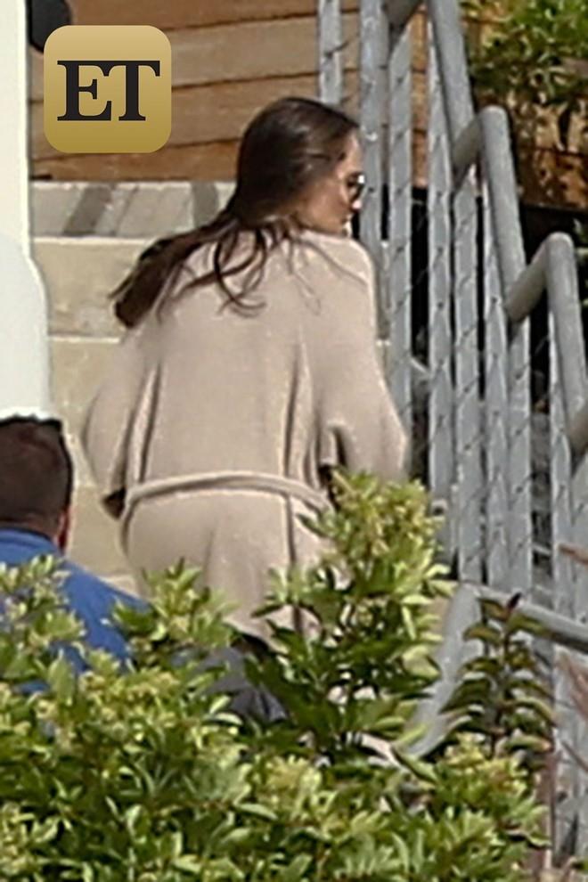 Angelina Jolie xuat hien lan dau sau ly hon hinh anh 1