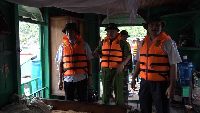 Lãnh đạo TP Cẩm Phả trực tiếp kiểm tra toàn bộ tuyến biển.