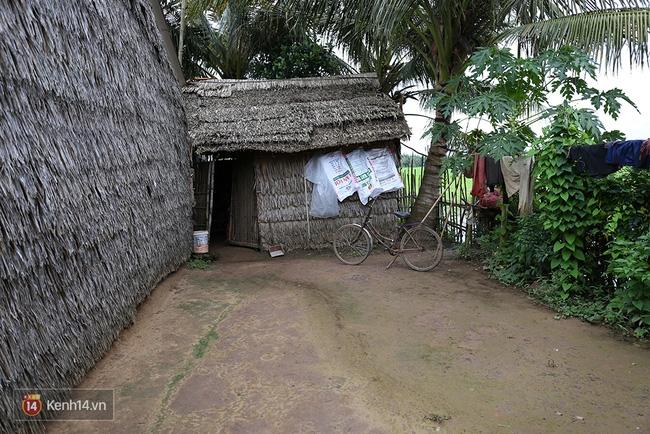 Trong căn nhà tuềnh toàng đến xác xơ của Tùng Sơn ở quê, bố mẹ đang lo lắng vì không liên lạc được với con - Ảnh 5.