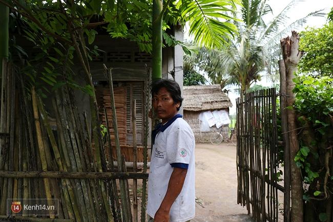Trong căn nhà tuềnh toàng đến xác xơ của Tùng Sơn ở quê, bố mẹ đang lo lắng vì không liên lạc được với con - Ảnh 6.