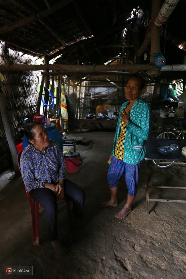 Trong căn nhà tuềnh toàng đến xác xơ của Tùng Sơn ở quê, bố mẹ đang lo lắng vì không liên lạc được với con - Ảnh 11.