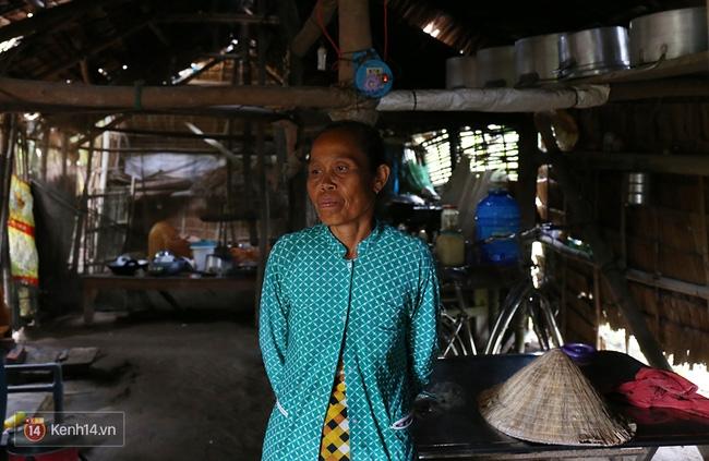 Trong căn nhà tuềnh toàng đến xác xơ của Tùng Sơn ở quê, bố mẹ đang lo lắng vì không liên lạc được với con - Ảnh 13.