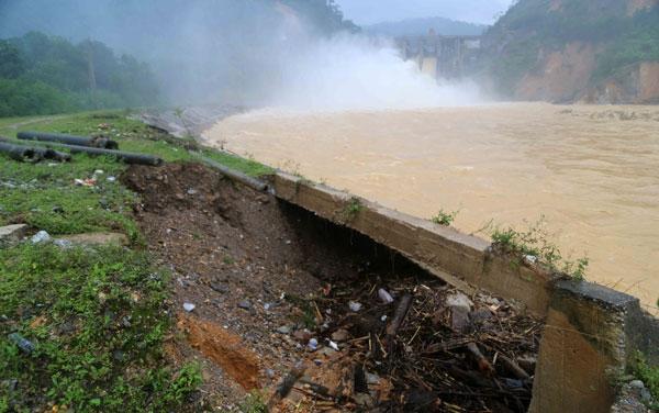 lũ lụt miền trung, lũ miền trung, bão số 7, tin bão mới nhất