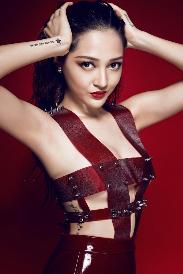 Ngắm bạn gái ăn vận cực sexy của Hồ Quang Hiếu - 7