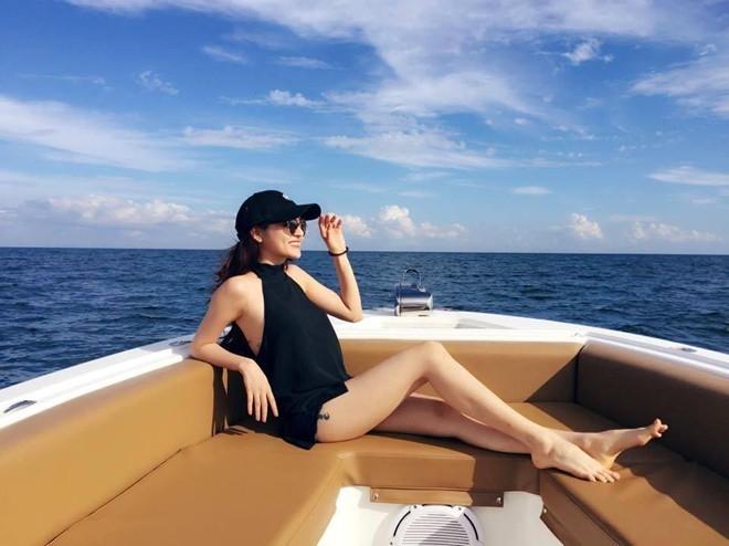 Ngắm bạn gái ăn vận cực sexy của Hồ Quang Hiếu - 11