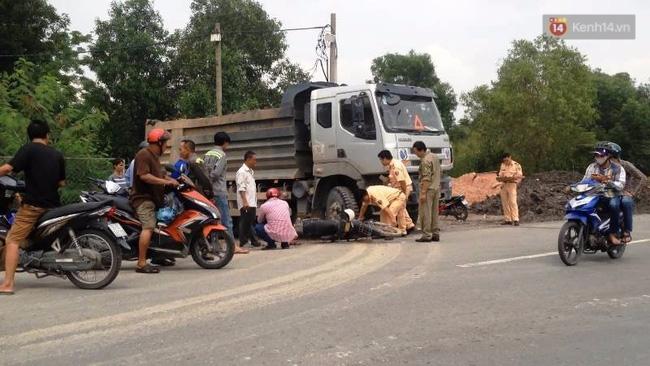Người phụ nữ gãy chân gào thét giữa đường phố Sài Gòn sau va chạm - Ảnh 2.