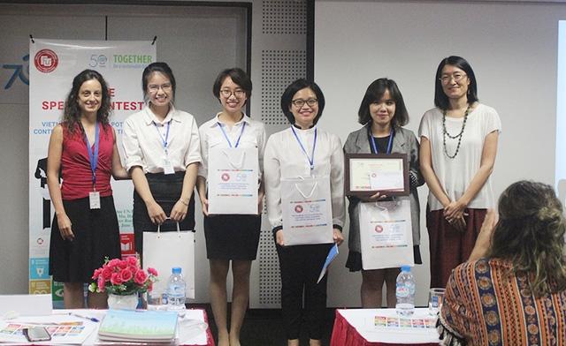 Nhóm của Phương Thảo chiến thắng cuộc thi hùng biện do UNIDO và Đại học Ngoại Thương tổ chức.