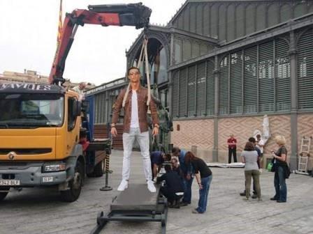 Ronaldo hoa nguoi doi, sieu xayda va tho sua xe hinh anh 4