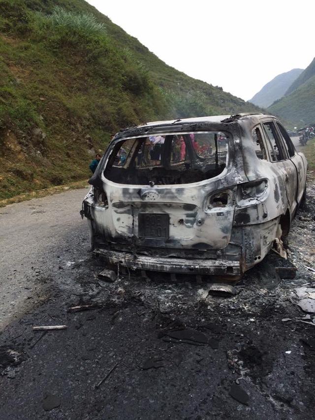 Chiếc Hyundai Santa Fe cháy tại Hà Giang. Ảnh: Otofun