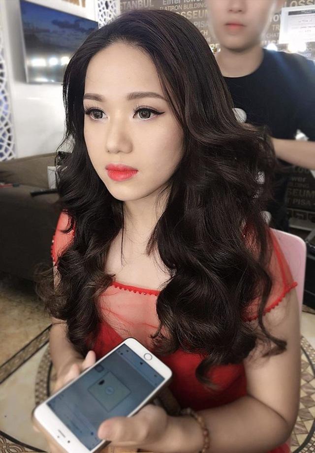 Bức ảnh được Thùy Chi đăng tải trên Fanpage cá nhân làm dấy lên nghi vấn cô chỉnh sửa nhan sắc.