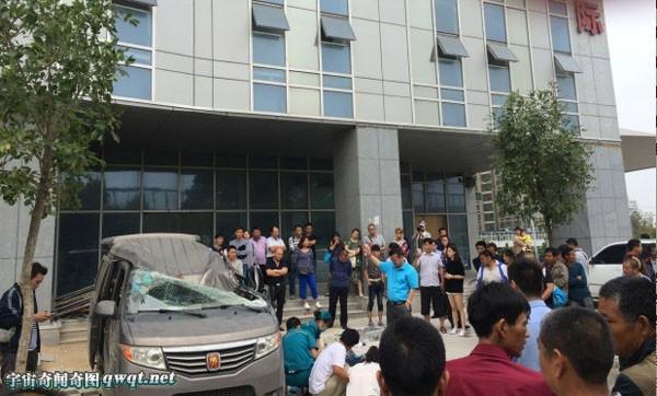 Vụ tai nạn hy hữu: Rơi 20 tầng xuống không thiệt mạng mà chết người ngồi trong xe ô tô - Ảnh 1.