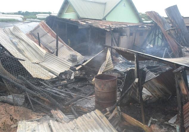 Vụ hỏa hoạn khiến 2 căn nhà bị thiêu rụi hoàn toàn