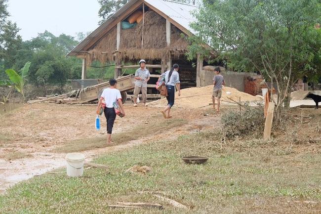 Không chỉ Phan Anh, Hà Hồ mà hàng loạt sao Việt cũng lên đường cứu trợ bà con miền Trung - Ảnh 5.