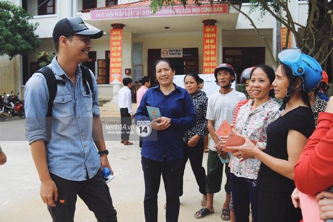 MC Phan Anh: Nhận lại những nụ cười, lời cảm ơn chân thành từ bà con, với tôi như vậy là quá đủ - Ảnh 2.