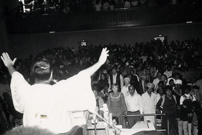 Vụ thảm sát kinh hoàng tại Jonestown: Gần 1,000 người uống thuốc độc, tự sát tập thể - Ảnh 2.