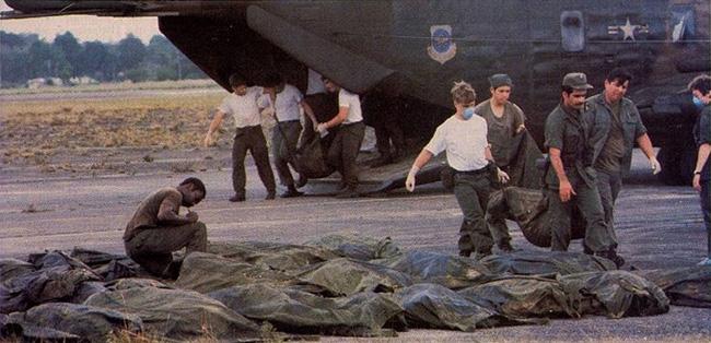 Vụ thảm sát kinh hoàng tại Jonestown: Gần 1,000 người uống thuốc độc, tự sát tập thể - Ảnh 9.