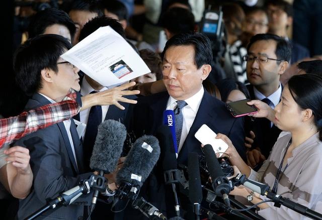 Chủ tịch Lotte Shin Dong-bin bị truy tố về tội trốn thuế và tham nhũng.
