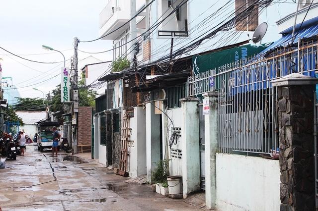 Xóm bộ đội (phường Lộc Thọ, TP Nha Trang) nơi gia đình phi công Dương Lê Minh sinh sống trước đây trở nên buồn bã khi hay tin anh hi sinh (Ảnh: Viết Hảo)