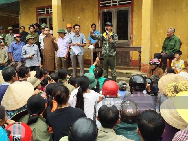 Đâu chỉ cứu trợ, nhân ngày 20/10 Phan Anh còn bỏ tiền túi ra mua hoa và quà tặng chị em vùng rốn lũ - Ảnh 5.