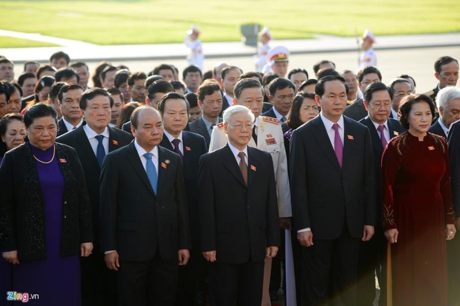 Doan dai bieu Quoc hoi vieng Chu tich Ho Chi Minh hinh anh 4