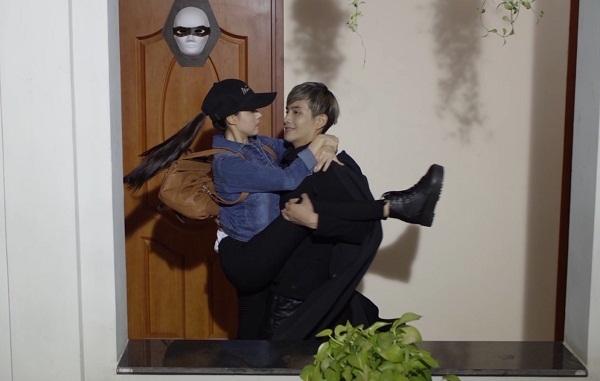 Elly Trần tiếp tục bị tra tấn thê thảm, treo lủng lẳng trong trailer Bí Ẩn Song Sinh - Ảnh 3.