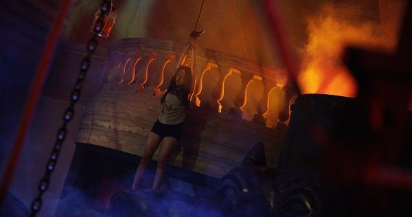 Elly Trần tiếp tục bị tra tấn thê thảm, treo lủng lẳng trong trailer Bí Ẩn Song Sinh - Ảnh 4.