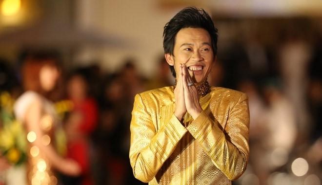 Hoai Linh nhan nut play ma Bac tu YouTube hinh anh 2