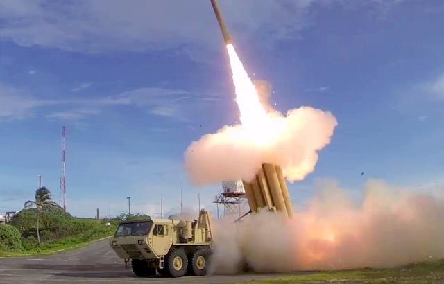Hệ thống phòng thủ tên lửa tầm cao giai đoạn cuối (THAAD) (Ảnh: Business Insider)