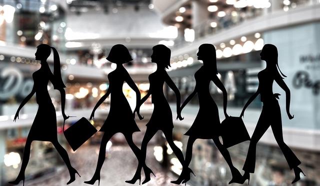 Shopping là sở thích chung của phụ nữ, nhưng thói quen vay và chi tiêu của nữ giới lại không giống nhau giữa các lứa tuổi và nơi sinh sống
