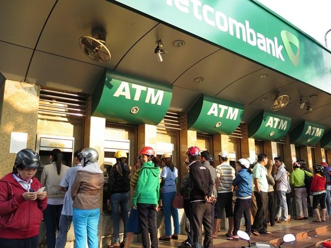 Đóng thẻ ATM không sử dụng để tránh phát sinh phí /// Ảnh: Đào Ngọc Thạch