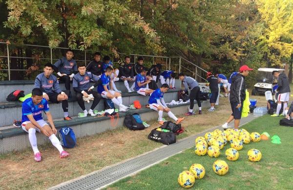 Trận đấu tập giữa đội tuyển Việt Nam với FC Seoul diễn ra tại trung tâm tập huấn Paju (Hàn Quốc)
