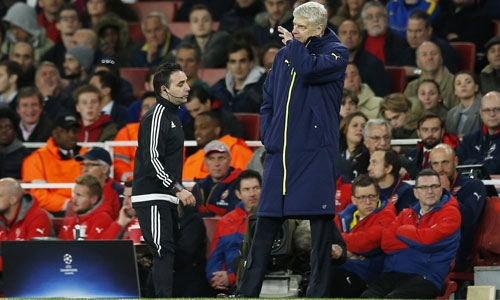 wenger-arsenal-co-the-thang-dam-hon