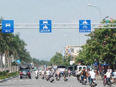 Quy định mới về biển báo, vạch kẻ đường tài xế Việt cần biết