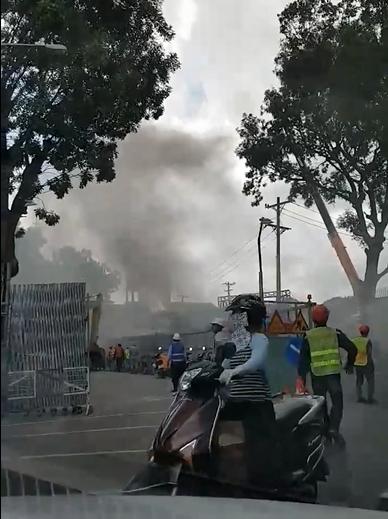 Cháy lớn tại công trình đang thi công ở Sài Gòn - Ảnh 2.