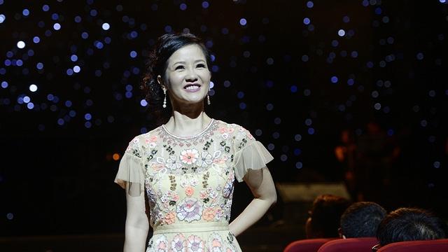 Hồng Nhung trở lại mùa thu Hà Nội với các ca khúc Bóng mây đời tôi, Cuối cùng cho một tình yêu, Anh đừng đi, Cho em một ngày