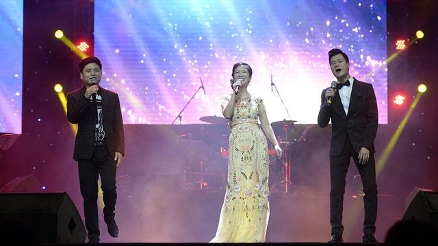 Liveshow Tình khúc cho em khép lại với màn trình diễn tam ca Tấn Minh- Hồng Nhung- Quang Dũng với ca khúc Cám ơn mùa thu.