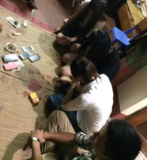 Sinh viên Đại học Y đưa bạn gái vào chùa đánh bạc với sư