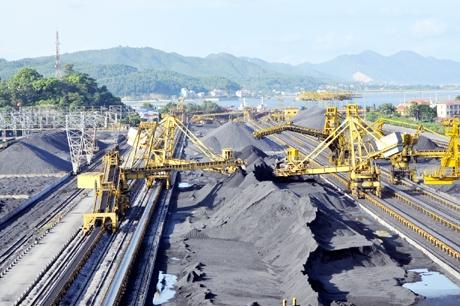Xuất khẩu than giảm nhanh, nhiều trong khi lượng tồn kho của ngành này đang lớn nhất từ trước đến nay.